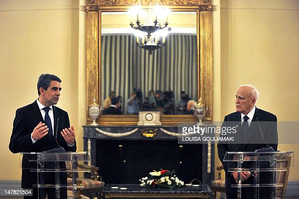 Greek President Carolos Papoulias and Bulgarian President Rosen Plevneliev give a press conference on July 4, 2012 after their talks at the...