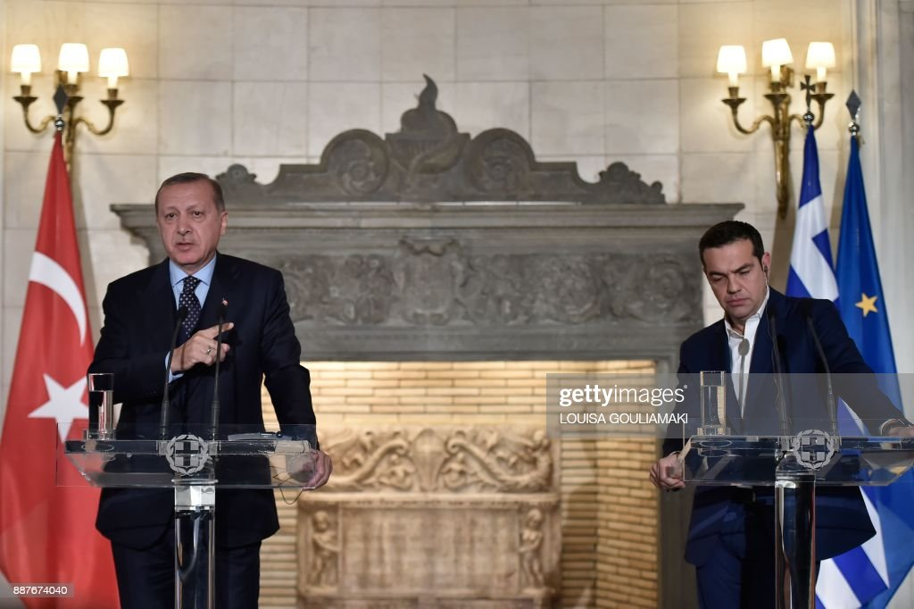 Greek Prime Minister Alexis Tsipras (R) and Turkish President Recep Tayyip Erdogan deliver a joint press conference in Athens on December 7, 2017. President Recep Tayyip Erdogan began a state visit to Greece on December 7, the first by a Turkish head of state in 65 years, by needling his hosts with revisionist border talk and complaints about its treatment of Muslims. / AFP PHOTO / Louisa GOULIAMAKI