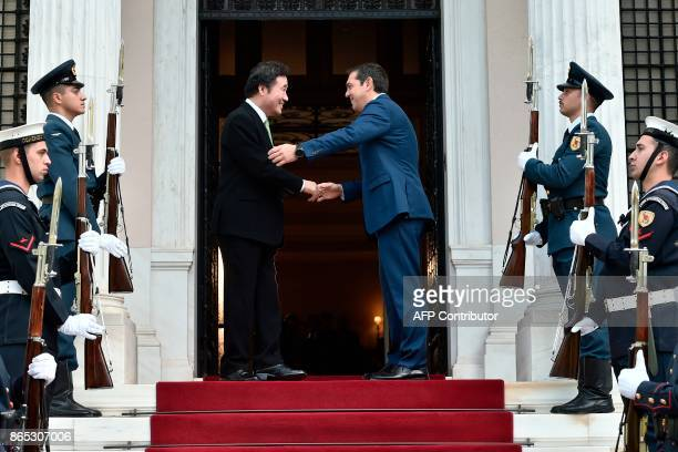 Greek Prime Minister Alexis Tsipras welcomes his South Korean counterpart Lee NakYon before their meeting in Athens on October 23 2017 / AFP PHOTO /...