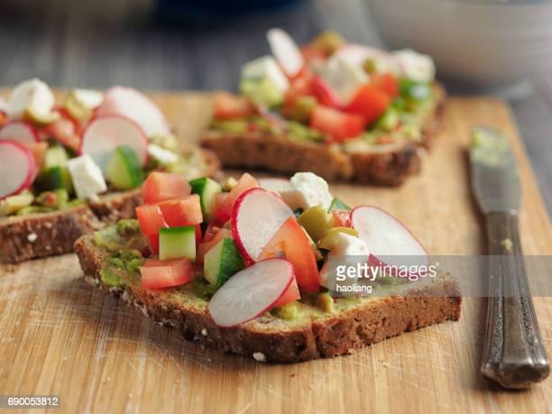 Griekse salsa open sandwich