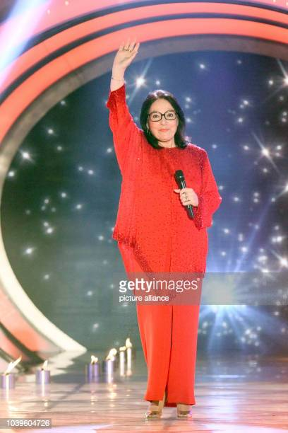 Greek singer Nana Mouskouri during the live broadcast of 'Das Sommerfest am See' at the expo center in ErfurtGermany 31 May 2014 PhotoAndreas...