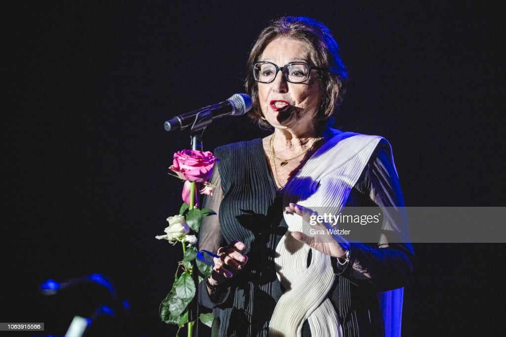 Nana Mouskouri Performs In Berlin : Photo d'actualité
