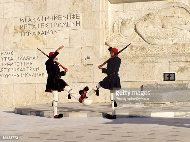 greek soldiers at unknown soldier monument - honor guard stock pictures, royalty-free photos & images