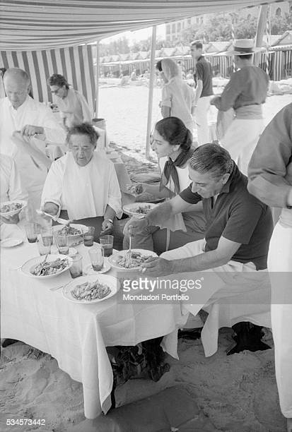 Greek soprano Maria Callas Greek shipping tycoon Aristotele Onassis and American journalist Elsa Maxwell eating on the beach during the XVIII Venice...