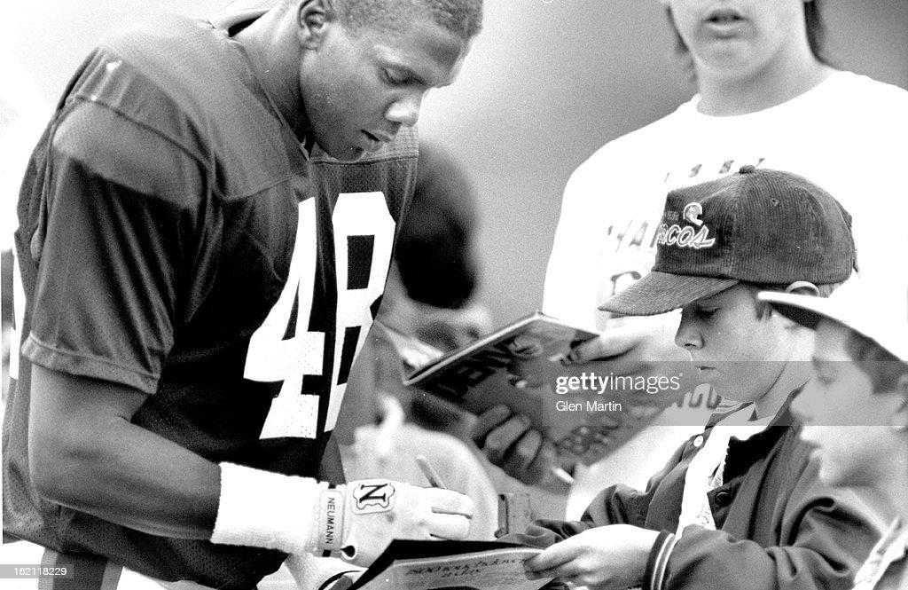 7-20-1988; Greely Colo.; Denver Bronco Training Camp; Randy Robbins singns autographs for Bronco Fan : News Photo