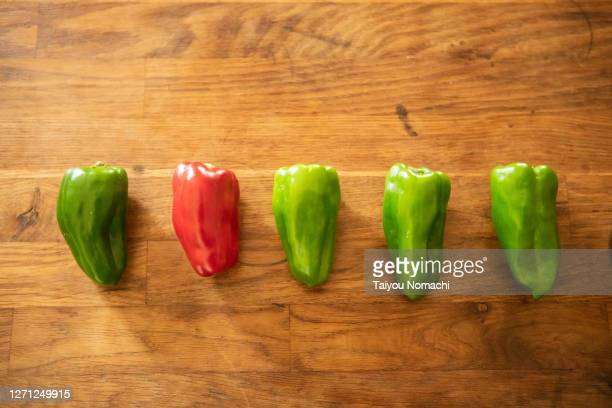 green and red peppers on the table - 不均衡 ストックフォトと画像