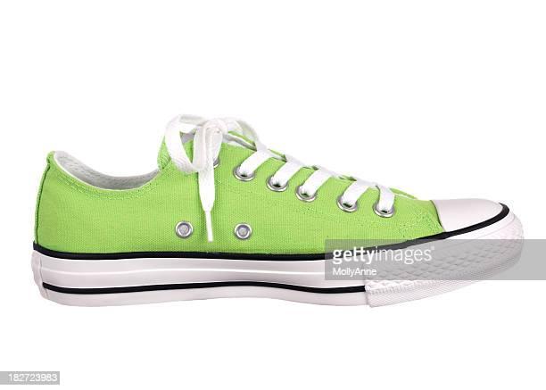Chaussure vert sur blanc