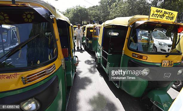 Green auto and kaalipeeli taxi during their rally at Jantar Mantar on October 13 2016 in New Delhi India Three unions Rajdhani Tourist Driver Union...