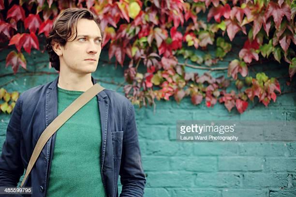 green autumn man - laura belli foto e immagini stock