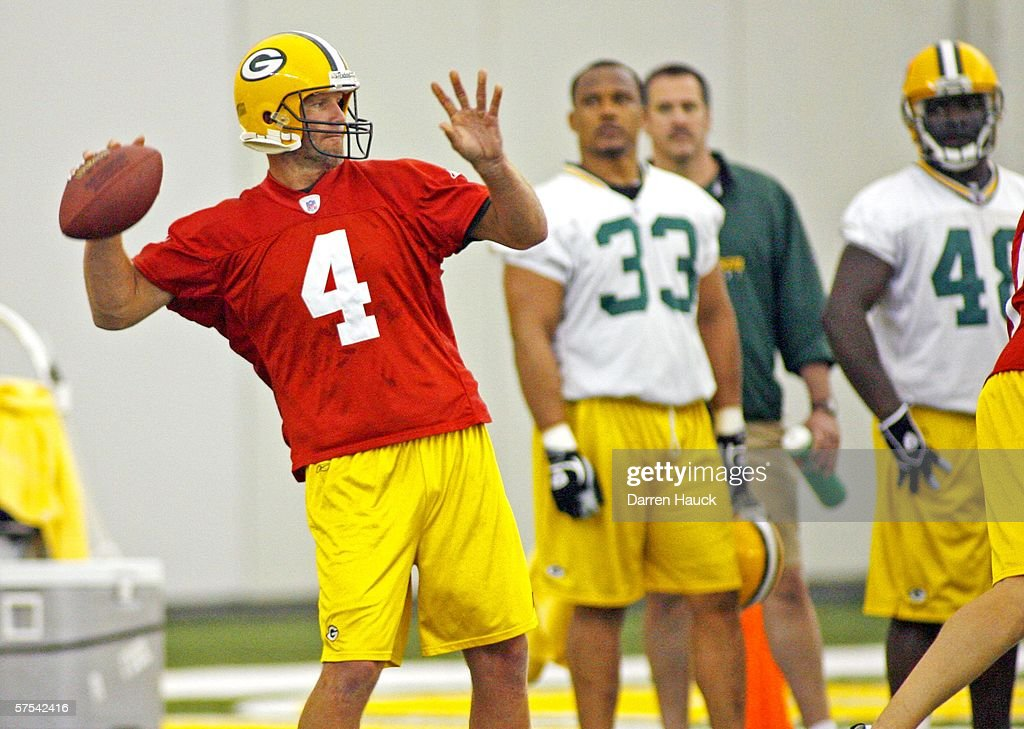 new product ea6cf a584f Green Bay Packers' Brett Favre during practice at the first ...