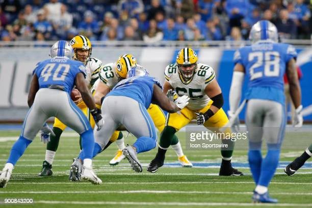 Green Bay Packers guard Lane Taylor blocks during a game between the Green Bay Packers and the Detroit Lions on December 31 2017 at Ford Field in...