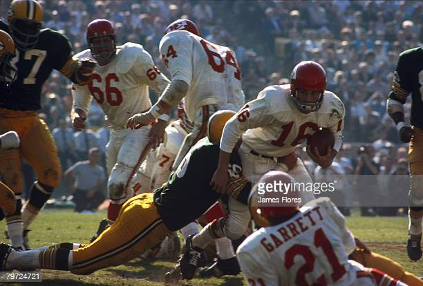 Green Bay Packers Hall of Fame linebacker Ray Nitschke wraps up Kansas City Chiefs Hall of Fame quarterback Len Dawson during Super Bowl I, a 35-10...