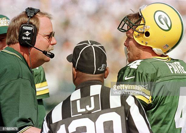Green Bay Packers head coach Mike Holmgren discusses options with quarterback Brett Favre prior to the Packers scoring their second touchdown in the...