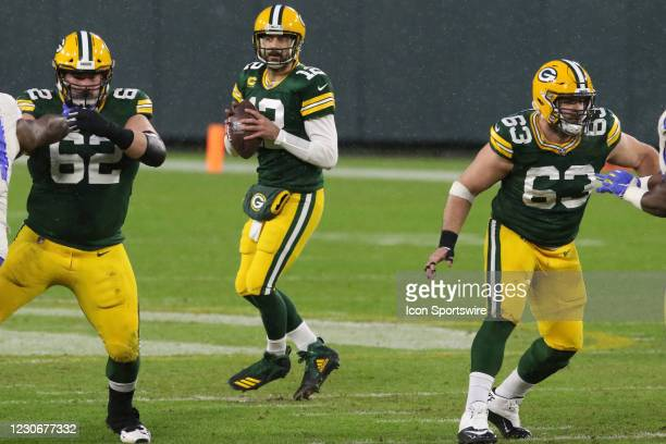 Green Bay Packers quarterback Aaron Rodgers is protected by Green Bay Packers center Corey Linsley and Green Bay Packers offensive guard Lucas...