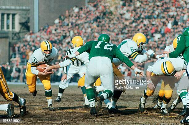 Green Bay Packers quarterback Bart Starr hands off the football to fullback Jim Taylor during a game against the Philadelphia Eagles