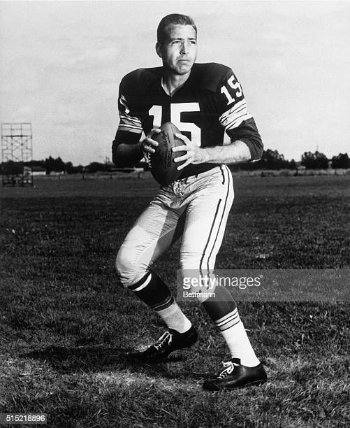 Green Bay Packers quarterback Bart Starr posing in passing stance