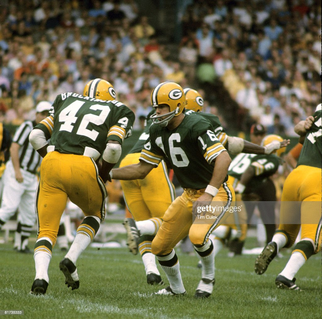 Green Bay Packers vs Cleveland Browns - September 17, 1972 : News Photo