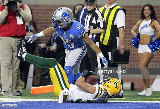 Green Bay Packers strong safety Micah Hyde intercepts a pass intended for Detroit Lions wide receiver Golden Tate during the fourth quarter of an NFL...