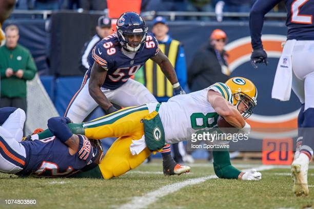 Green Bay Packers tight end Jimmy Graham battles with Chicago Bears  cornerback Kyle Fuller in action 9aa1b8b41