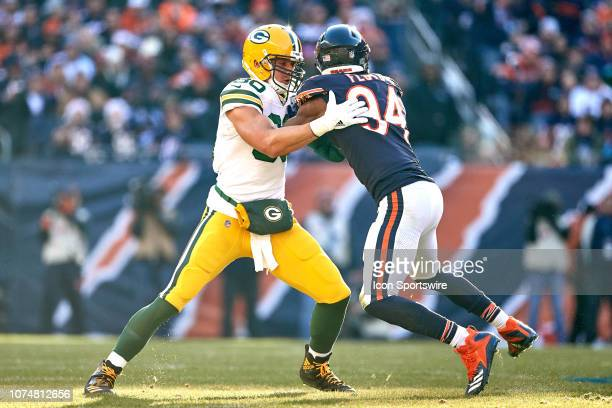 Green Bay Packers tight end Jimmy Graham battles with Chicago Bears outside  linebacker Leonard Floyd in 38fe8f55a