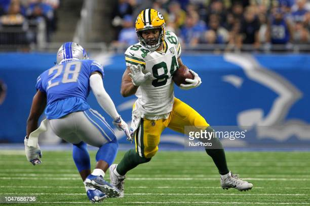 Green Bay Packers tight end Lance Kendricks carries the ball under the pressure of Detroit Lions strong safety Quandre Diggs during the first half of...