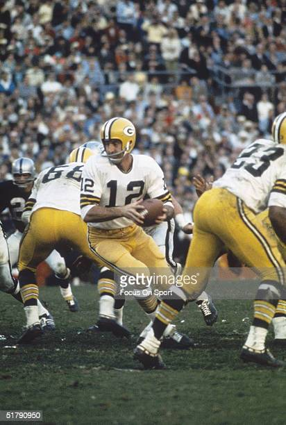 Green Bay Packers v Oakland Raiders backup quarterback Zeke Bratkowski looks for a receiver and is backed up by his teammates during Superbowl II...