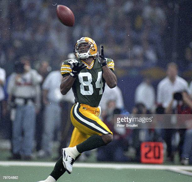 Green Bay Packers wide receiver Andre Rison settles under a perfectlythrown pass for a 54yard touchdown catch during Super Bowl XXXI a 3521 Green Bay...
