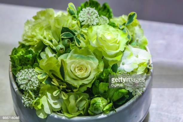 green bouquet - フラワーアレンジメント ストックフォトと画像