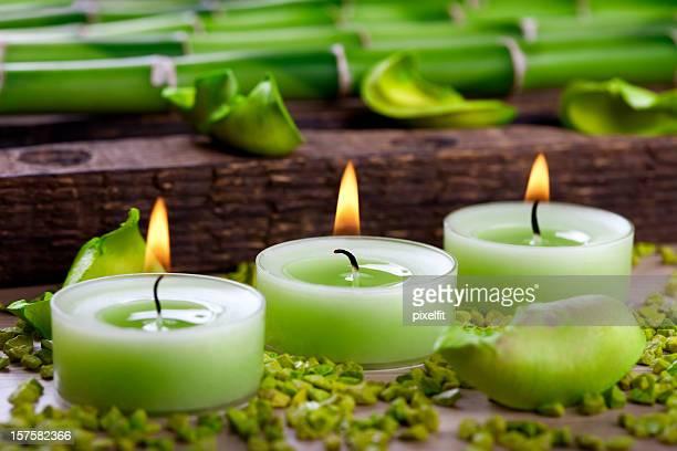 Bougies et décorations en bambou vert