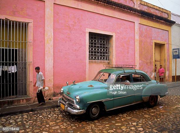 green car in front of house, havanna, cuba - hugh sitton stock pictures, royalty-free photos & images
