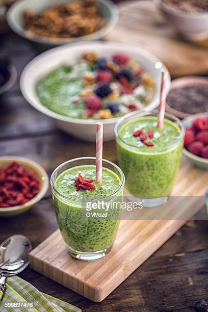 Green Chia Smoothie in Glsas with Superfoods Goji on Top