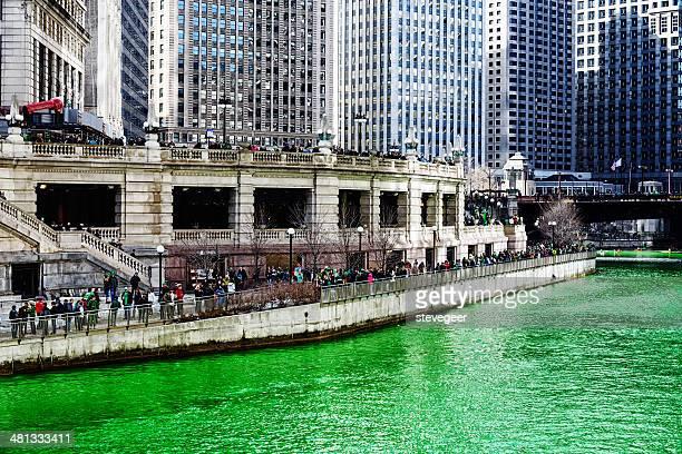 green chicago river, saint patricks-tag - saint patricks tag stock-fotos und bilder