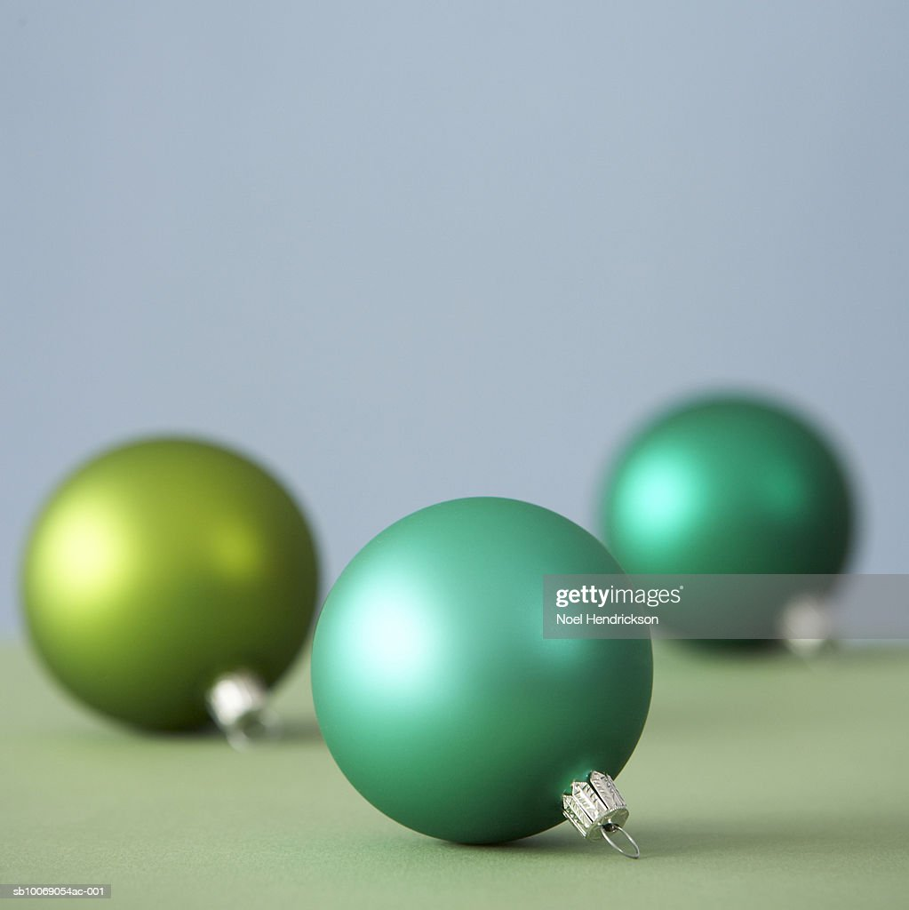 Green Christmas ornaments : Stockfoto