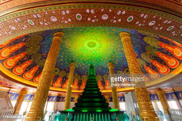 green color pagoda and thai style painting roof at wat paknam phasicharoen. wat paknam phasicharoen is a royal temple located in phasi charoen district in bangkok. - エメラルドグリーン ストックフォトと画像