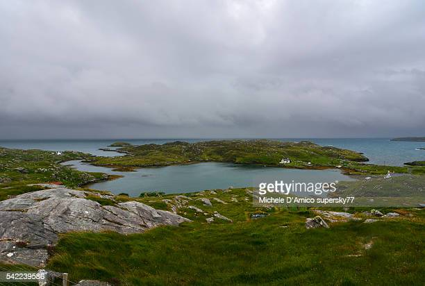 green coves and headlands. - países del golfo fotografías e imágenes de stock
