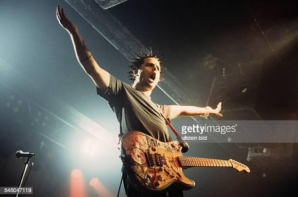 Green Day Band Punk rock USA Singer Billie Joe Armstrong performing 021998