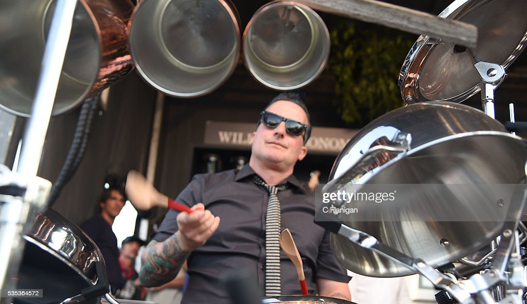 Green Day S Tre Cool Performs On A Pot And Pan Drum Set At The