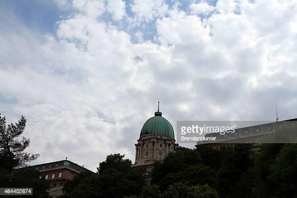 verde de cúpula y nubes - hunter green fotografías e imágenes de stock