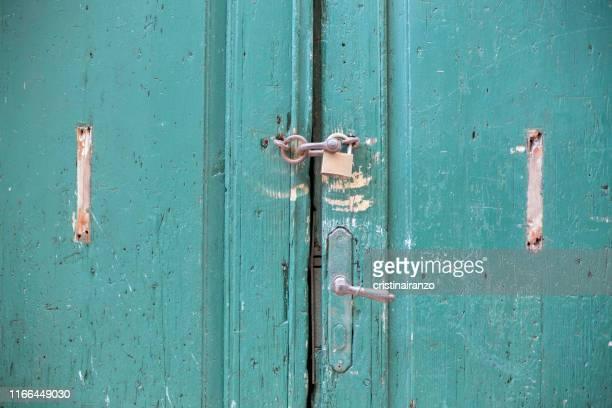 green door - 占拠デモ ストックフォトと画像