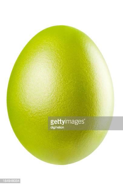 Verde huevo de pascua sobre fondo blanco.