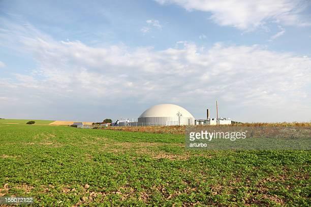 Grünen Feld mit bio gas power generator