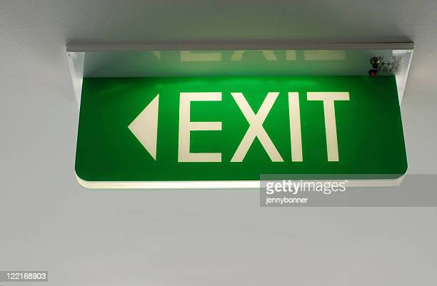 グリーンの蛍光出口のサイン