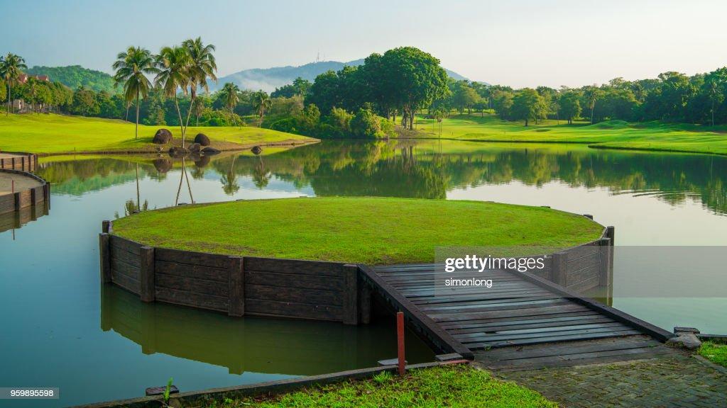 Green grass floating platform : Stock-Foto