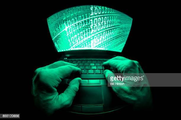 green pov hacker - deep web fotografías e imágenes de stock