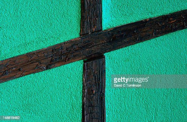 green half-timbered house wall detail. - ハーフティンバー様式 ストックフォトと画像