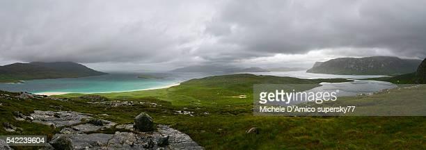 green hills, fjords and lakes - países del golfo fotografías e imágenes de stock