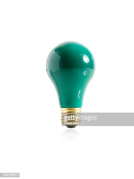 green incandescent light bulb - incandescent bulb fotografías e imágenes de stock