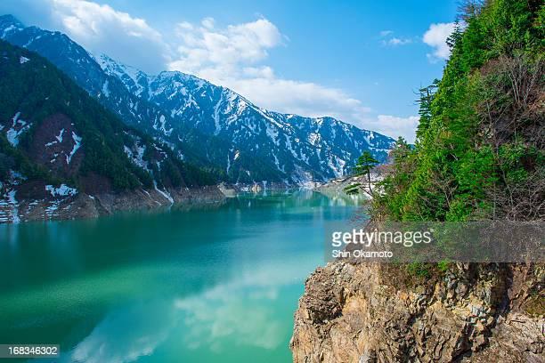 green lake and lingering snow - 富山県 ストックフォトと画像