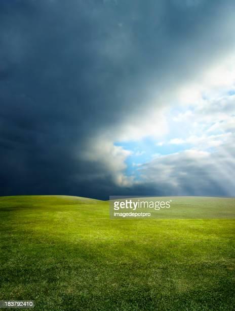Grüne Landschaft und Sonnenstrahl