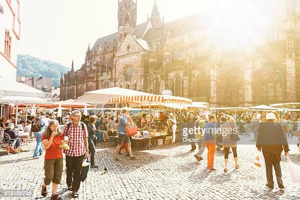 グリーンマーケットの街のフライブルク,ドイツ - フリブール州 ストックフォトと画像